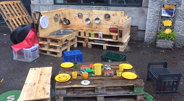 EIS DONATES WOODEN PALLETS FOR NURSERY MUD KITCHEN